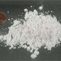 1381051977_800px-Amphetamin_Pulver