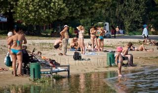Vine vara şi autorităţile municipale se grăbesc să amenajeze plajele. Iar medicii avertizează că apa şi nisipul din toate zonele de odihnă din Chişinău sunt infestate. Amenajarea celor şase plaje din municiiu este finalizată în proporţie de 80 la sută. Dar suma de 300 de mii de lei, prevăzută pentru acest proces, este insuficientă, spun... Post-ul Vine vara şi autorităţile municipale se grăbesc să amenajeze plajele apare prima dată în CANAL 3.