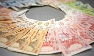 """Moldovenii ar putea rămâne cu mai mulţi bani din salariu, după impozitare. Statul propune ca suma venitului anual, taxată cu şapte procente, să fie majorată cu 1.500 de lei. Prevederea se regăseşte în proiectul politicii bugetar-fiscale pentru anul viitor. De asemenea, vor creşte şi scutirile oferite angajaţilor. """"Va fi majorat nivelul de scutire personală cu... Post-ul Veste bună! Salariaţii din Moldova ar putea plăti un impozit mai mic pentru leafa obţinută apare prima dată în CANAL 3."""