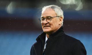 """""""Te iubim, Ranieri!"""" Este noul slogan la Leicester. Antrenorul revelaţiei din Anglia are fanii la picioare. """"Vulpile"""" pot câştiga titlul chiar duminică, dacă o bat pe Manchester United. Fanii adulmecă momentul istoric şi îşi încurajează cum pot favoriţii. Nu au uitat nici de antrenorul italian, arhitectul din spatele minunii Leicester. Ranieri îşi va conduce """"vulpile""""... Post-ul """"Te iubim, Ranieri!"""" apare prima dată în CANAL 3."""