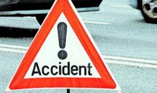 Accident rutier cu implicarea mai multor autoturisme s-a produs ieri seara, pe traseul Chişinău-Soroca. Potrivit poliţiei, şoferul unui automobil nu s-a isprăvit cu conducerea, a ieşit pe contrasens şi s-a tamponat cu un microbuz. Cel din urma a intrat într-un camion. Potrivit poliţiei, şoferul microbuzului şi pasagerul au fost uşor răniţi. Un martor ocular a... Post-ul Două accidente rutiere pe drumurile naţionale apare prima dată în CANAL 3.