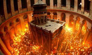 În fiecare an, creştinii ortodocşi din toată lumea sunt în aşteptarea miracolului care se întâmplă la Ierusalim – pogorârea Luminii Sfinte, care aduce binecuvântarea lui Dumnezeu, scrie publika.md. Zeci de mii de creștini ortodocși din toate colțurile lumii așteaptă aşteaptă focul haric la Biserica Sfântului Mormânt din Ierusalim. Ceremonia va putea fi urmărită în direct... Post-ul Creştinii ortodocşi din toată lumea, în aşteptarea miracolului. Focul Haric va ajunge în Moldova şi în acest an apare prima dată în CANAL 3.