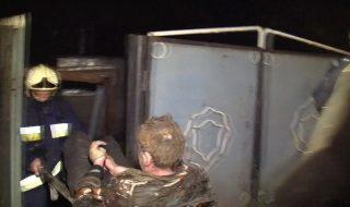 Flăcările care le-au mistuit casa, i-au schilodit și pe proprietari. Un cuplu a fost transportat de urgență la spital cu arsuri grave, după ce în locuința lor a izbucnit un incendiu de proporții. Soții nu au reușit să scape din calea focului sau poate că nici nu au încercat, din moment ce erau în stare... Post-ul Prinşi în capcană de flăcări în propria casă apare prima dată în CANAL 3.