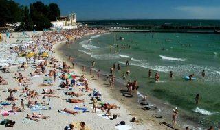 """Şase plaje din oraşul ucrainean Odesa au fost închise, din cauza ploilor. Potrivit presei, scăldatul în Marea Neagră este interzis, deoarece apa este foarte murdară în urma precipitaţiilor din ultima perioadă. Printre plajele vizate de interdicție sunt """"Delfin"""", '""""Ciaica"""" și """"Arcadia"""". Specialiştii vor efectua analize repetate a apei în următoarele zile şi vor decide pentru... Post-ul Şase plaje din Odesa, închise din cauza ploilor apare prima dată în CANAL 3."""