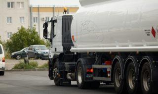 Autorităţile centrale amintesc şoferilor că circulaţia transportului de mare tonaj va fi restricţionată pe drumurile naţionale în zilele cu temperaturi mai mari de 30 de grade, scrie publika.md. Potrivit Ministerului Transporturilor, camioanele nu vor avea voie să circule între orele 10:00 şi 20.00 pe traseele unde sunt instalate indicatoare rutiere speciale. Aceste restricții nu vizează... Post-ul În atenția șoferilor! Circulaţia transportului de mare tonaj, restricţionată pe drumurile naţionale apare prima dată în CANAL 3.