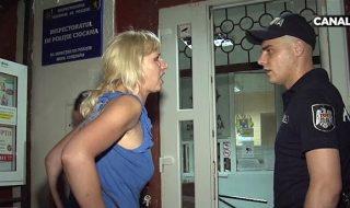 A chefuit până a ajuns să dea explicații în camera de audieri. O femeie a fost escortată la Inspectoratul de Poliție după ce a petrecut toată seara într-un local din Sectorul Ciocana al Capitalei și s-a dat în spectacol în faţa poliţiştilor. Angajații barului în care a chefuit femeia și amicul său au povestit cum... Post-ul Obrăznicia ar putea să o coste scump apare prima dată în CANAL 3.