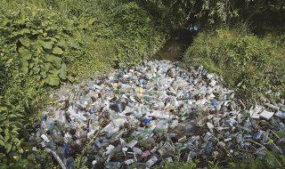 Zeci de tineri din raionul Criuleni au curăţat ieri albia răului Nistru. Voluntarii au colectat mult gunoi şi cred că acesta este lăsat la voia întâmplării de locuitorii din preajmă, care vin să se odihnească pe malul râului. Sticle, pungi de plastic sau pelicule sunt doar câteva dintre deşeurile lăsate pe albia râului Nistru, care... Post-ul Exemplu demn de urmat! Zeci de tineri din Criuleni au curăţat albia răului Nistru apare prima dată în CANAL 3.
