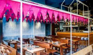 """O nouă bombă din partea lui Messi. Leo şi-a deschis restaurant în Barcelona în care predomină bucătăria oraşului său natal – Rosario. Localul se numeşte """"Bellavista del Jardin del Norte"""" şi este o afacere iniţiată în parteneriat cu fratele său, Rodigro. Restaurantul are un decor specific """"sportului rege"""" – televizoare gigantice, gazon, mingi şi chiar... Post-ul Messi şi-a deschis restaurant în Barcelona apare prima dată în CANAL 3."""