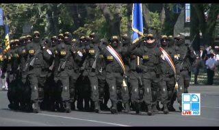 """Peste două mii de militari, zeci de blindate şi autospeciale au defilat prin Piaţa Marii Adunări Naţionale cu ocazia sărbătorii """"Ziua Independenţei"""", scrie publika.md. Parada militară a fost urmărită de zeci de oameni şi de conducerea ţării care a fost prezentă în centrul Capitalei. În premieră, la paradă au participat şi contigente de militari din... Post-ul Paradă militară de excepţie în PMAN apare prima dată în CANAL 3."""