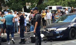 Încă un accident îngrozitor, produs pe strada Kiev din Capitală. Un motociclist a murit pe loc, după ce vehiculul pe care îl conducea s-a izbit violent într-un automobil Mazda. Martorii terifiantului accident susțin că motociclistul conducea cu viteză excesivă, a ieșit pe contrasens și s-a lovit în autoturism. Poliția investighează cazul. Foto: publika.md Post-ul Accident îngrozitor în Capitală. Un motociclist a murit pe loc apare prima dată în CANAL 3.