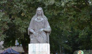 Eveniment istoric pentru locuitorii din Cantemir. De Ziua Independenţei, în centrul oraşului a fost dezvelit primul monument al domnitorului Dimitrie Cantemir. Sculptura, care are o înălţime de peste cinci metri, a fost oferită în dar de Consiliul judeţean Vaslui. Deşi oraşul poartă numele marelui cărturar, în localitate, până acum, nu exista niciun monument al domnitorului.... Post-ul Eveniment istoric la Cantemir. A fost dezvelit primul monument al domnitorului Dimitrie Cantemir apare prima dată în CANAL 3.