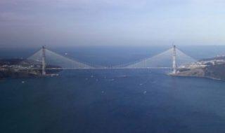 Continuăm să vorbim despre Turcia, unde a fost lansat cel mai lung din lume pod suspendat cu sistem feroviar! Este cea de-a treia punte peste Bosfor, care leagă partea asiatică şi cea europeană a Istanbulului. Denumit Yavuz Sultan Selim, după unul dintre cei mai mari sultani, şi realizat în urma unei investiţii private de circa... Post-ul În Turcia a fost lansat cel mai lung din lume pod suspendat cu sistem feroviar apare prima dată în CANAL 3.