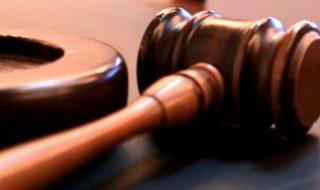 """Recentele reţineri şi arestări ale mai multor magistraţi au produs o undă de şoc în sistemul judecătoresc. O relatează chiar unii reprezentanţi ai instanţelor. Există, totuşi, şi magistraţi care aprobă sancțiunile dure îndreptate contra celor care încalcă normele codului deontologic şi aprobă decizii ilegale. Arestarea a 15 judecători implicaţi în dosarul """"spălătoria rusească"""" a fost... Post-ul Terapie de șoc în justiţie apare prima dată în CANAL 3."""