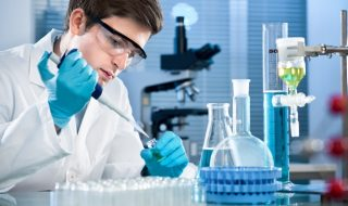 """Oamenii ar putea fi creaţi integral în laborator! Nu vă miraţi, căci primul pas în acest sens a fost deja realizat: s-au născut şoareci din ovule create artificial! Cercetătorii au """"crescut"""" ovule funcţionale din celule stem şi le-au utilizat pentru a procrea pui sănătoşi. Rezultatul reprezintă prima tentativă de succes în procesul de creare al... Post-ul Oamenii ar putea fi creaţi integral în laborator apare prima dată în CANAL 3."""